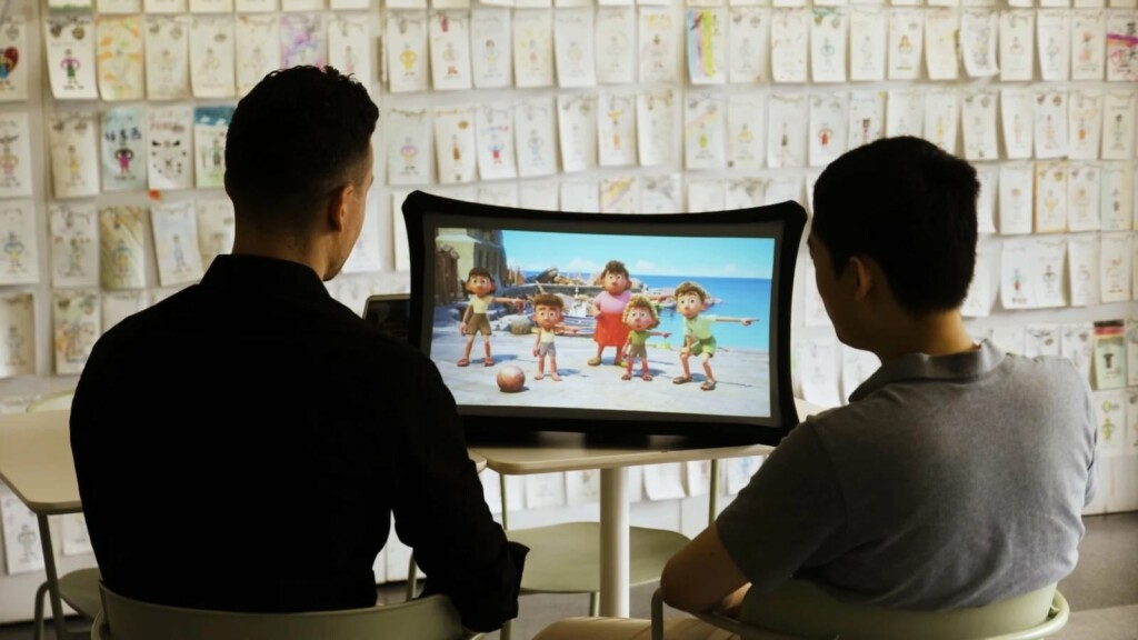 Splay Expandable Display Ultra Short Throw Projector