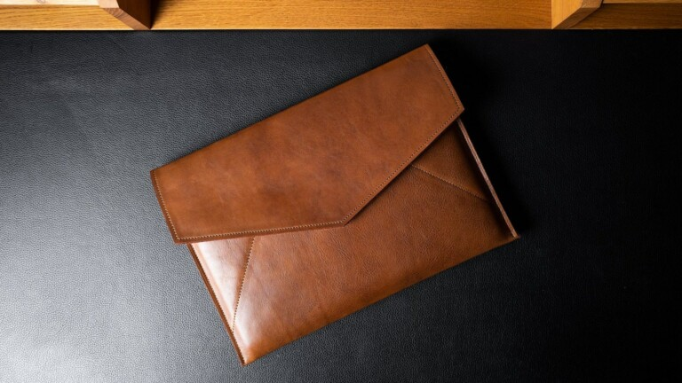 hardgraft Leather Envelope Large has a thick felted wool lining to protect your devices