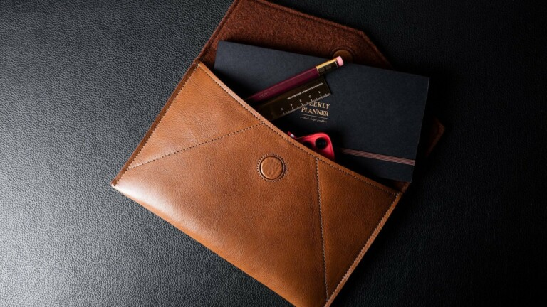 hardgraft Leather Envelope Small has a classic envelope design and holds your iPhone